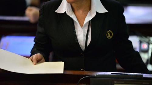 Congreso analiza cancelar la compra de uniformes