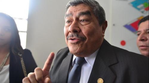 """Contralor Carlos Mencos dice que la subasta inversa es """"un fracaso"""""""