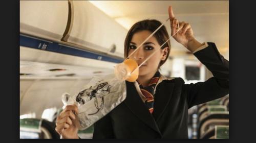 Mujer rellena botella de champaña y desata escándalo — Viral
