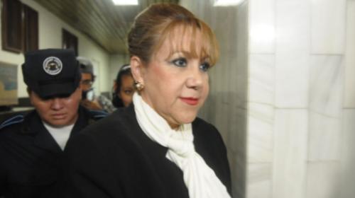 Suspenden el pago del salario de Blanca Stalling