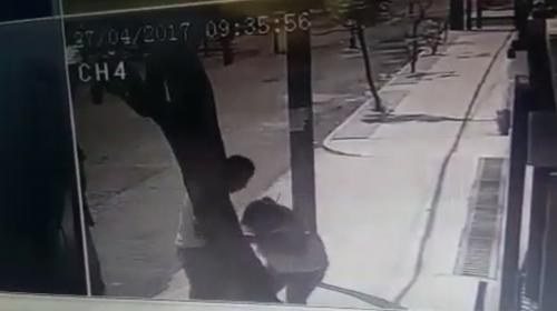 Motoristas asaltan a mujer que caminaba por Las Charcas, zona 11