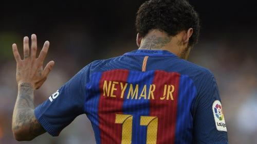 Neymar anuncia que se marcha al PSG y se despide de sus compañeros