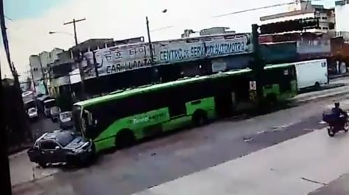 Así fue el accidente del Transmetro en la avenida Bolívar