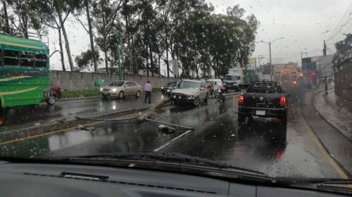 Lluvias y accidente en la ruta al Pacífico complican el tránsito