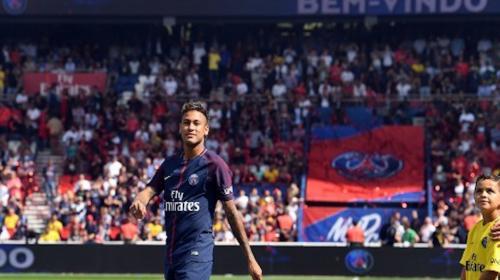 Piden lesionar a Neymar en su debut con el París Saint-Germain