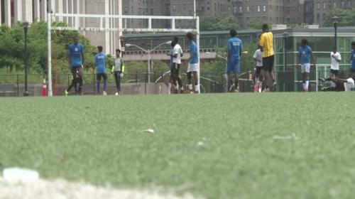 Migrantes amenazados por Donald Trump, pero unidos por el fútbol