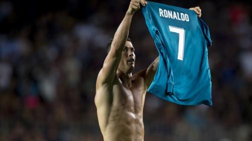 Con autogol de Piqué y un hombre menos el Real Madrid le gana al Barça