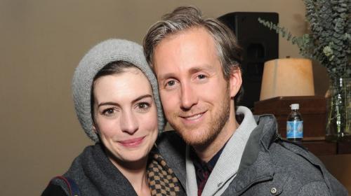Filtran fotos íntimas de Anne Hathaway y su esposo