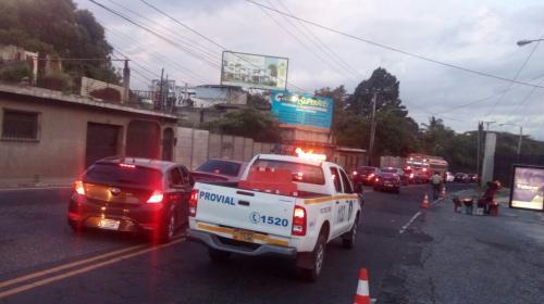 Cierran paso vehicular en Boca del Monte por riesgo ante socavamiento