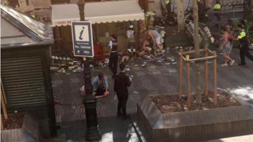 Terror en Barcelona: vehículo atropella a varias personas