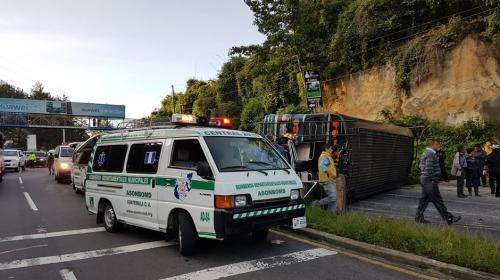 Bus vuelca en ruta Interamericana y deja más de 30 heridos