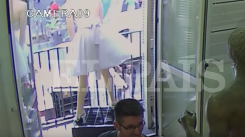 Filtran videos del vehículo que atropelló a personas en Barcelona