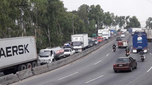 Largas filas de vehículos hasta el Trébol por incidente en Villa Lobos