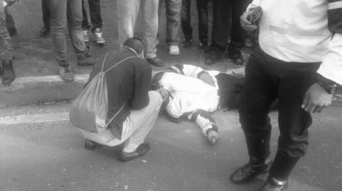 El hombre que rezó junto al agente que murió en el Periférico