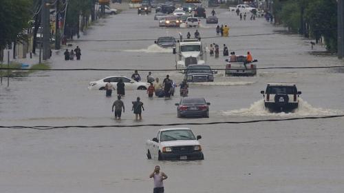 Tormenta Harvey deja al menos 3 muertos y 15 heridos en Texas