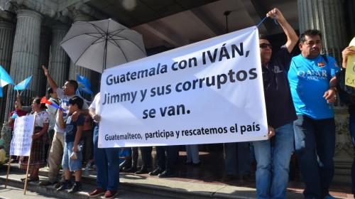 Las redes reaccionan con un #IvanSeQueda y #JimmySeVa