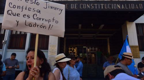 Manifestación frente a la CC exige la renuncia de Jimmy Morales