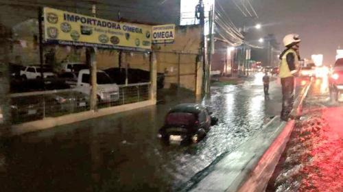 Fuertes lluvias generan complicaciones de tránsito en varios puntos