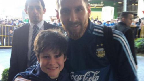 Él es Luciano, el niño que cumplió su sueño: una foto con Messi