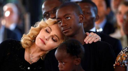 ¿Madonna abandona todo por un sueño de fútbol?