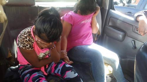 Detienen a dos niñas que portaban un fusil AK-47 en un costal