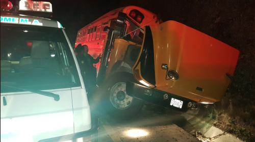 """Asistentes a una boda sufren accidente de tránsito en """"Las Cañas"""""""