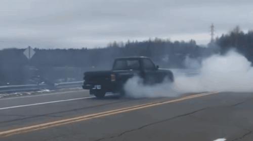 Esto pasa cuando cambias a retroceso cuando conduces a 60 kms por hora