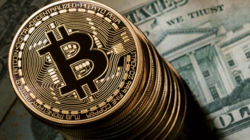 Bitcoin alcanza los $18 mil en su debut en el mercado internacional