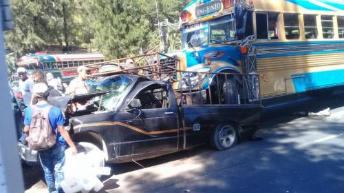 Fuerte accidente ocurrió en bajada de Villa Lobos