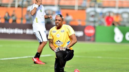Le hacen el escorpión a Ronaldinho y el brasileño toma venganza