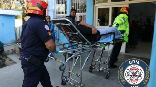 Desconocidos asaltan a taxista y lo atacan a balazos en zona 10