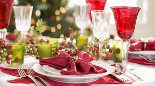 Así puedes decorar tu mesa para la cena de Noche Buena