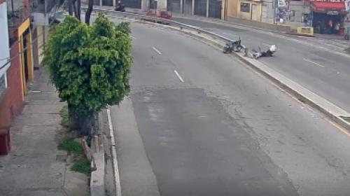 Video: motoristas se salvan de morir arrollados en Anillo Periférico