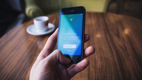 Por error, multimillonario publica su número telefónico en Twitter