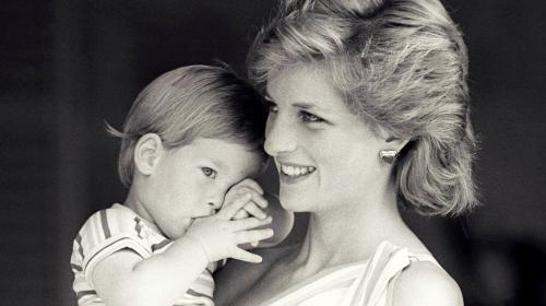 Gemelas psíquicas dicen que Diana tiene un mensaje para su nueva nuera