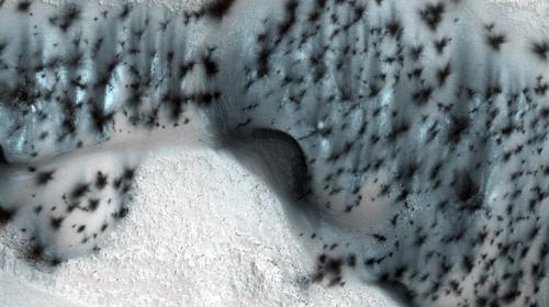 """NASA publica imágenes con nieve """"navideña"""" en Marte"""