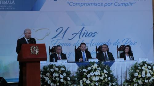 Alcalde Arzú defiende a Jimmy en aniversario de la Firma de la Paz