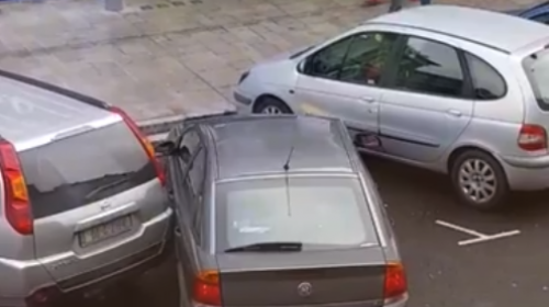 Final humillante para el peor intento de estacionarse del mundo