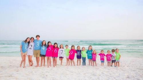 La (triste) historia detrás de la foto viral de 17 primos