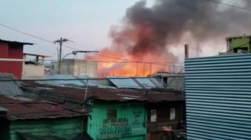 Incendio de grandes proporciones se registra en mercado La Terminal