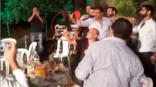 Celebra su boda disparando un AK-47 y casi provoca una tragedia