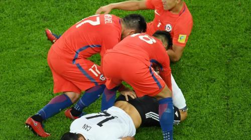"""Copa Confederaciones: jugador chileno """"manoseó"""" a un alemán"""