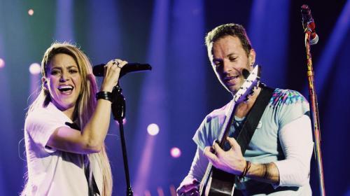 "Shakira canta ""Chantaje"" y ""Me enamoré"" junto a Coldplay"