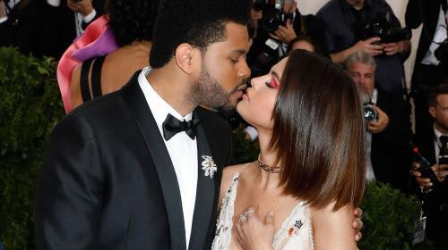 Salma Hayek graba momento romántico de Selena Gomez y The Weeknd