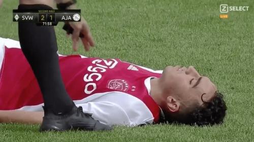 Jugador del Ajax casi muere durante partido amistoso contra Wender Bremen