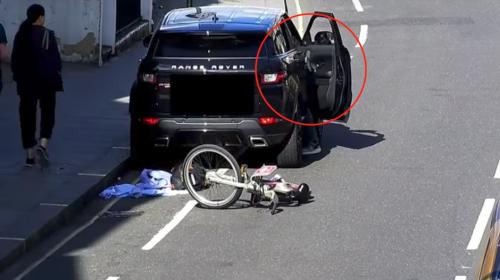 Capturan a ladrón que minutos antes robó pertenencias de un carro
