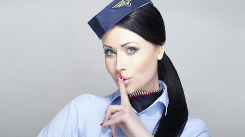 Pasajero graba una polémica práctica de las azafatas de un vuelo