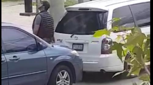 En cinco minutos roban accesorios de un carro estacionado en zona 14