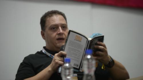 Juan Pablo Escobar presenta libro con detalles inéditos de su padre