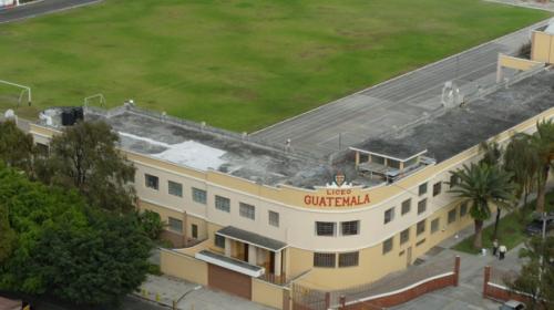 Bomberos evacúan a estudiantes del Liceo Guatemala por fuga de gas
